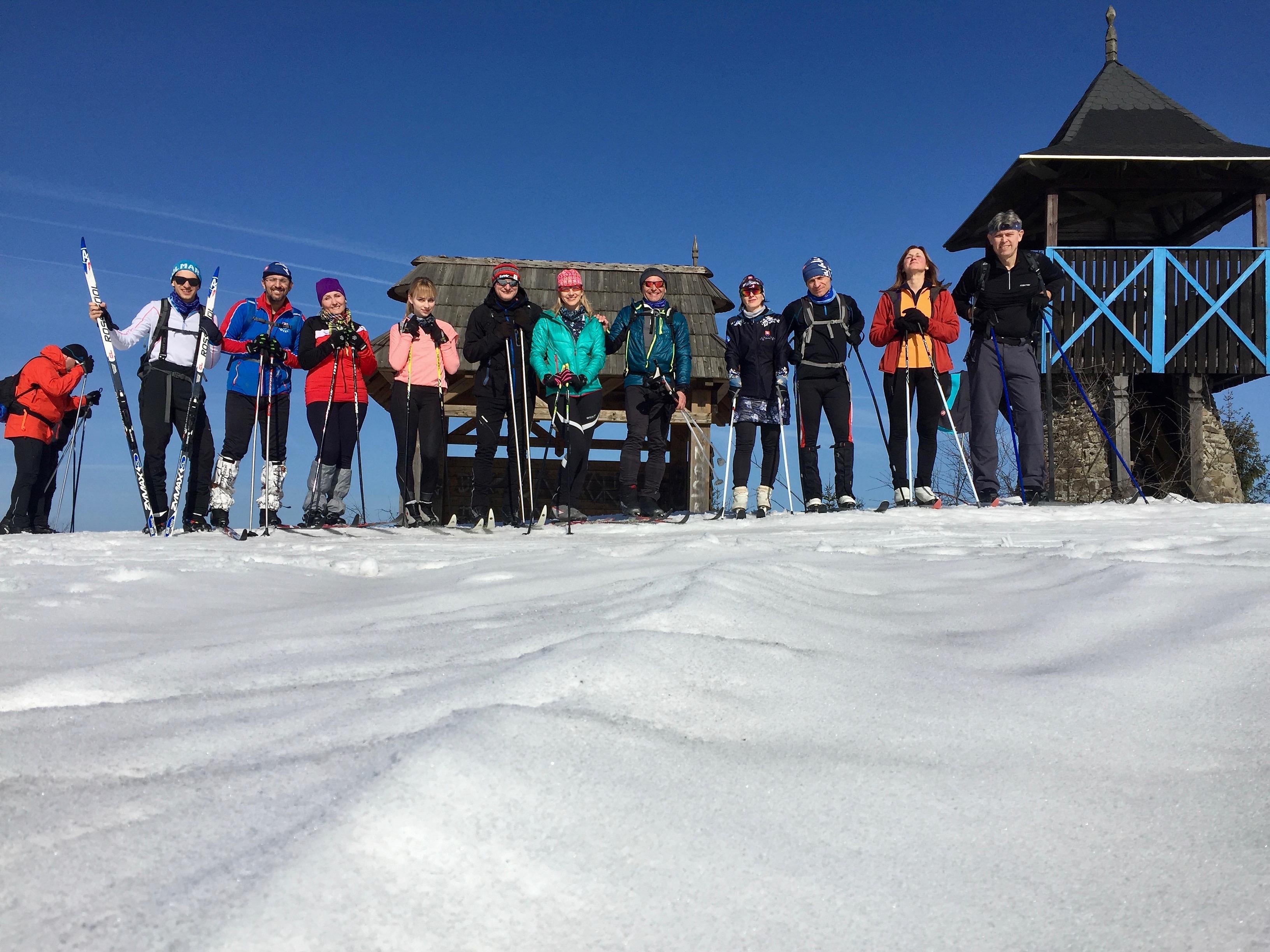 Zimný prechod lyžiarskou bežeckou magistrálou.